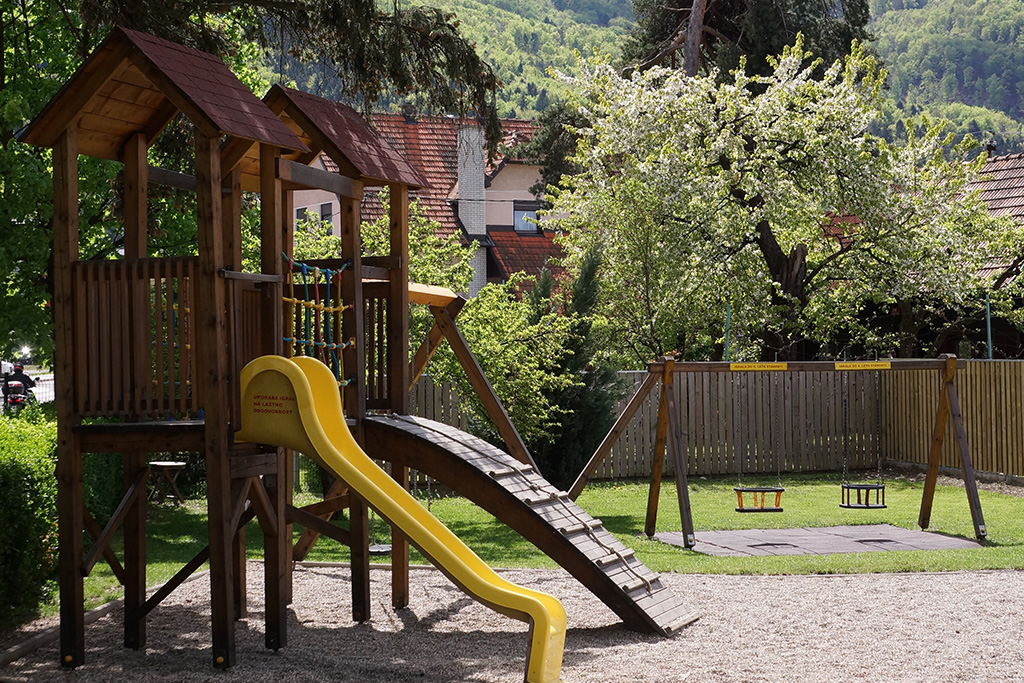 Pohorska kavarna zunanje igrišče - letni vrt